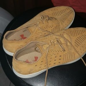 #Underarmour Sneakers size 8